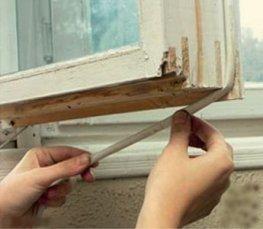 Утепление окон в деревянном доме. Способы и устранение щелей